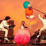 Una quinceañera y dos jóvenes con cámaras y micrófono en las calles de Barranquilla son la imagen oficial del Festival Cine a la Calle en homenaje a la ciudad.