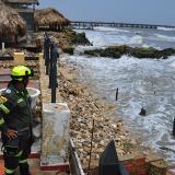 Autoridades prohíben uso de playas por fuertes brisas