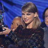 Taylor Swift triunfa en los MTV Video Music Awards 2015