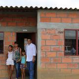 Lyons entregó casas a 84 familias desplazadas