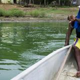 El pescador Abel Angulo llevó en canoa a periodistas de EL HERALDO por varias zonas de la Ciénaga de San Juan de Tocagua.