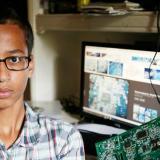 Masivo apoyo a estudiante musulmán detenido por tener un reloj que parecía bomba