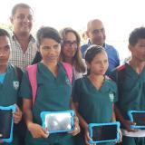 Alumnos de San Pelayo con 60 nuevas tabletas digitales.
