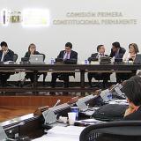 Senadores de la Comisión Primera debaten iniciativa.