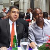 Rentería junto a Roberto García, embajador colombiano en República Dominicana.