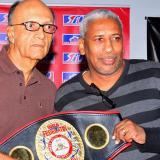 Jorge Humberto Klee (i) junto al ex boxeador panameño Hilario Zapata.