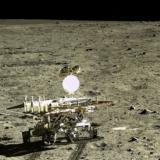 Robot chino halla nuevo tipo de roca en la Luna