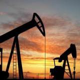 Precio del crudo cayó más de 30%  en 2015