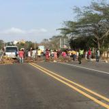 Habitantes del barrio Nueva Esperanza bloquearon vía al mar por fallas en servicio de energia