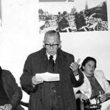 Luis Vidales (leyendo) y Manuel Cepeda, entre otros.