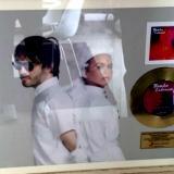 Bomba Estéreo recibe Disco de Oro por ventas