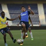Aguirre e Iván Vélez, novedades ante Chicó