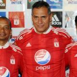 Hernán Torres (medio) estrenará su cargo como DT.