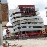 Un muerto y 85 heridos deja sismo de 6,8 grados de magnitud en Ecuador