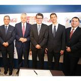 El presidente de la Andi, Bruce Mac Master; el ministro de Salud, Alejandro Gaviria, y los representantes de las empresas de bebidas.