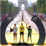 Nairo Quintana en el podio del Tour de Francia.