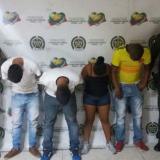 Los tres hombres y la mujer detenidos, en la URI.
