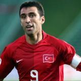 Ordenan arresto de leyenda del fútbol turca por relación con el golpe de estado