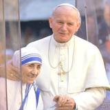 La madre Teresa junto al papa Juan Pablo II.