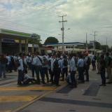 Estudiantes del Sena bloquearon el 'Solobús'.