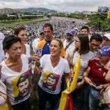 Opositores venezolanos convocan huelga general para este viernes