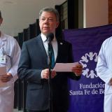 Santos viaja a EEUU para someterse a examen médico