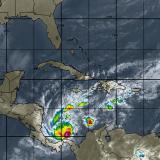 Otto pasa de tormenta tropical a huracán de categoría 1