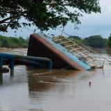 La barcaza de captación de Uniaguas en el río Sinú, colapsó hace 20 días, sin asomos de reparación.
