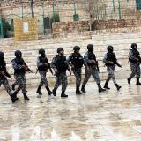 Mueren cuatro policías en tiroteo con hombres atrincherados en Jordania