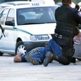 Atacan a tiros varios edificios públicos en Cancún: 3 personas muertas