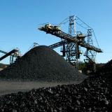 Ordenan descargue de 10 mil toneladas de carbón represadas en 300 camiones