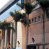 Fachada del centro comercial Portal del Prado.