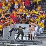 Control a hinchas en los estadios colombianos: puro 'toque-toque' y de aquello nada