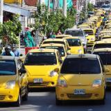 Caravana de taxistas en rechazo a Uber