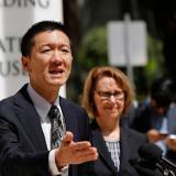 El fiscal Douglas Chin respondió preguntas de la prensa frente a la Corte del Distrito de EEUU, ayer.