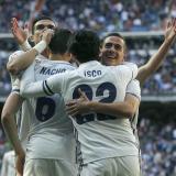 Los jugadores del Real Madrid celebran uno de los tres tantos que le anotaron al Alavés, en el Bernabéu.