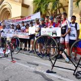 Asociaciones de ciclistas se reunieron esta tarde para protestar por sus derechos.