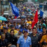 Con gases lacrimógenos, GNB intenta disipar marcha opositora