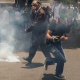Con gases, Policía dispersa concentración de opositores venezolanos