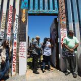 EEUU abre muro en frontera con México para familias separadas
