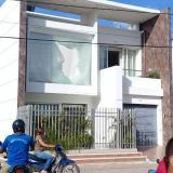 Mototaxistas atacan casa del alcalde de Magangué