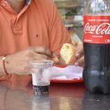 """Reportan venta de Coca-Cola con """"sabor a gasolina"""" en Campo Alegre"""