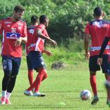 Matías Mier en acción en la práctica del Junior en la sede deportiva Adelita de Char.