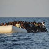 Hallan 13 migrantes muertos en una barca en el Mediterráneo