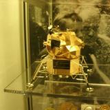 Réplica de oro del módulo lunar de Apolo 11 es robada del museo Neil Armstrong