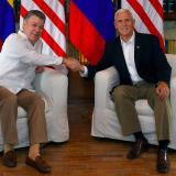 Juan Manuel Santos y Mike Pence.