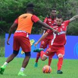 Leonardo Pico en acción en una práctica con Junior.