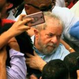 Lula se queda sin diploma, pero agita su candidatura en gira por Brasil