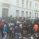 Disturbios en Ciénaga por protesta de mototaxistas