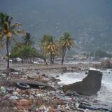 """Este ciclón, con vientos sostenidos de 250 km/h, sigue siendo """"extremadamente peligroso""""."""